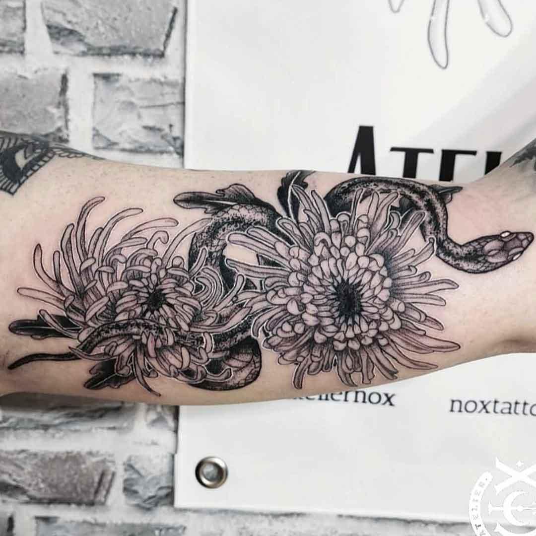 tattoo_arm_snake_und_blumen_noxtattoo_studio